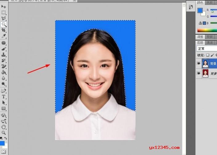 """点击照片,按快捷键""""Alt+Backspace"""",就可以把""""红色底""""换位""""蓝色底""""。"""